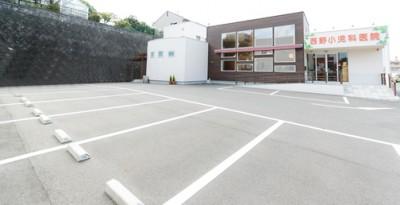 西野小児科医院駐車場